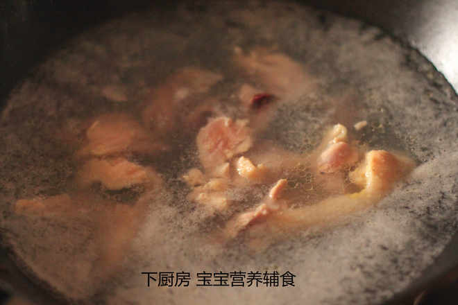 Home Cooking Recipe: 1. Chicken (chicken breasts and chicken legs can be) cold water into the pot, cooked.