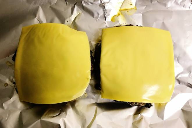 Home Cooking Recipe: 1. Put in a baking tray and bake for 5 minutes, then add the cheese slices and bake for 3 minutes. 2. If there is no oven, put the cheese slices directly after frying, then cover the lid for a while.