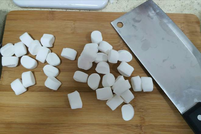 Home Cooking Recipe: 2. Marshmallow should be cut into small pieces and melt faster.