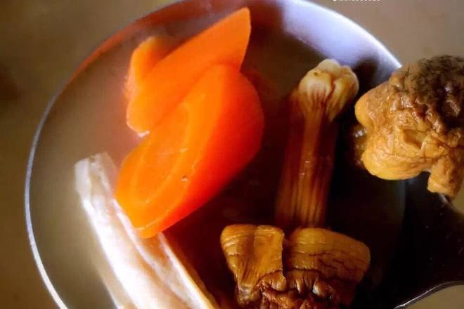 Home Cooking Recipe: 2. Sweet and delicious look when chestnut and yam yam are about to be cooked, put in sesame sauce and yuba, turn off the fire when the soup is thick, and quickly come to a bowl, drink the whole person is warm!