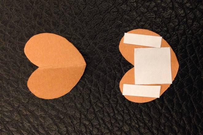 Home Cooking Recipe: 4, cut out is a heart shape, and then put a double-sided tape on one of the back;
