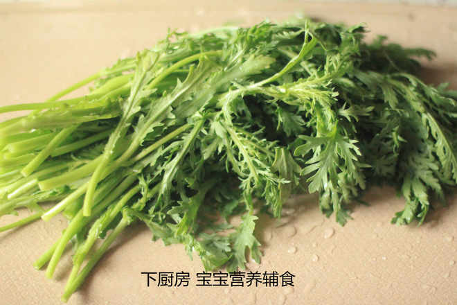 Home Cooking Recipe: 6. Wash the wormwood and cut off the roots.