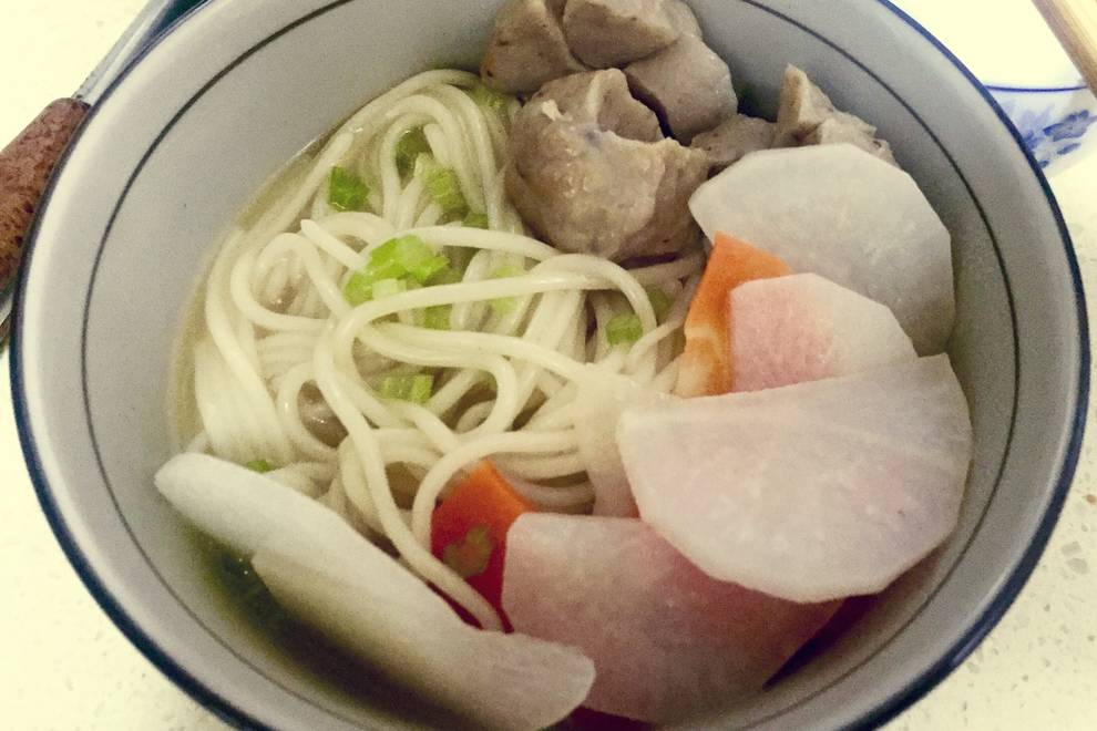 Home Cooking Recipe: a bowl of beef balls noodles