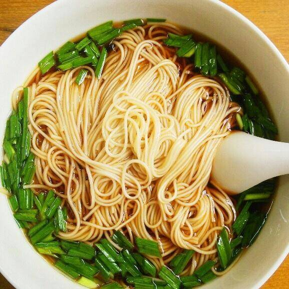 Home Cooking Recipe: A bowl of red noodle soup (lazy version)
