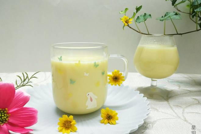 Home Cooking Recipe: According to the above materials, the finished product is full of 3 cups. The cup that was not in the mirror was first given to the prostitute. This is a corn juice with only one corn.