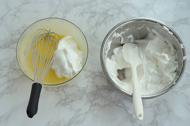 Home Cooking Recipe: Add 1/3 protein cream to the egg yolk paste, stir with a spatula, or use a manual egg beater.