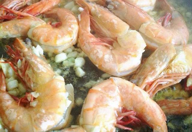 Home Cooking Recipe: Add marinated shrimps to fry