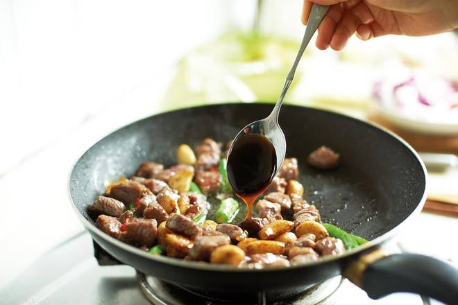Home Cooking Recipe: Add oyster sauce, stir well and stir well.