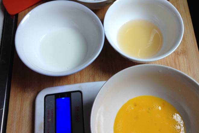 Home Cooking Recipe: Add sugar, eggs, rum and milk, stir well