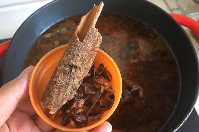 Home Cooking Recipe: Add water, no more than a lamb chops, add aniseed and cinnamon, pepper.