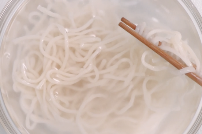 Home Cooking Recipe: After boiling boiled noodles, remove the cold water and spare