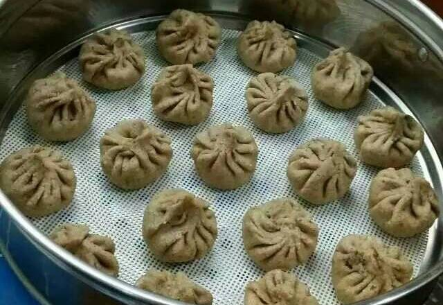 Home Cooking Recipe: After the buns are wrapped, they are placed in a steamer and fermented for 15 minutes.