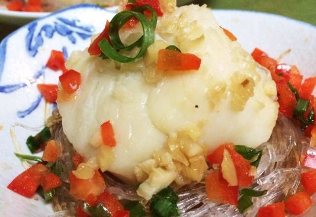 Home Cooking Recipe: After the fans are warm and soaked, they are fished out and slightly wound into a bird's nest in the dish. After the thawing room of the fresh scallops is thawed, it is placed on the fans.