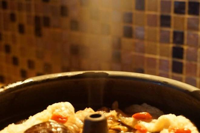 Home Cooking Recipe: After the fire is boiled, turn to a small fire and keep it slightly boiling. After simmering for 3 and a half hours, open the lid and put it into a clean bamboo basket and pestle. Then continue to simmer for 15 minutes to turn off the fire.