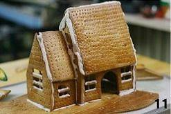 Home Cooking Recipe: After the icing is dried, the roof is covered. At this time, the house has already taken shape.