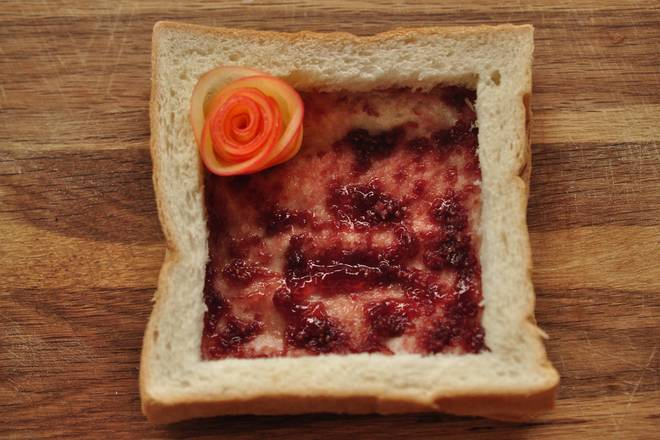 Home Cooking Recipe: After the roll is finished, put the rose into the toast slot just made. . . .
