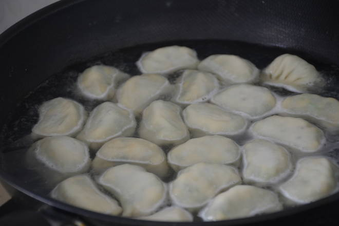 Home Cooking Recipe: After the water in the pot is opened, start the dumplings.