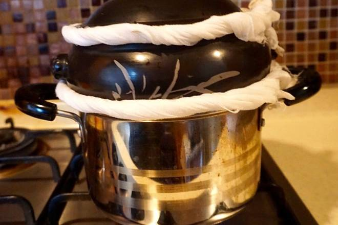 Home Cooking Recipe: After the water was opened, I found that the steam leaked from the auxiliary pot and the steamer, so I found two pieces of white gauze, and weted it at the interface between the pot and the pot and the pot and lid. In fact, this step can not be done. But the soup in the steamer is made of steam, ensuring less steam is more beneficial to the finished soup.