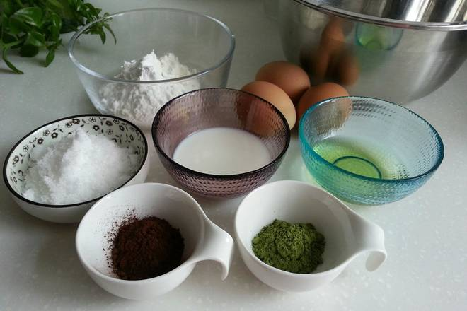 Home Cooking Recipe: All materials are prepared and the flour (added starch) is preferably sieved more than twice. The protein-loading pot ensures oil-free and water-free.