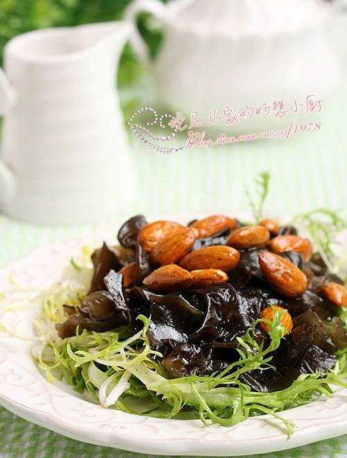 Home Cooking Recipe: Almond black fungus mixed with bitter chrysanthemum