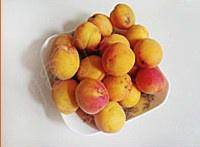 Home Cooking Recipe: Apricot is washed clean and opened to the core