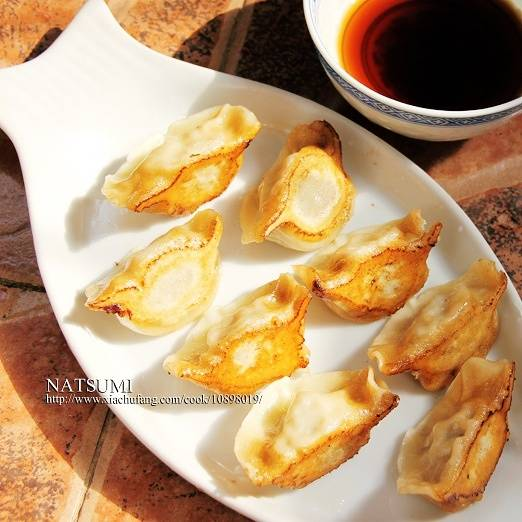 Home Cooking Recipe: Are you tired of quick-frozen dumplings~ Change the pot to paste it (๑ ́ڡ`๑)