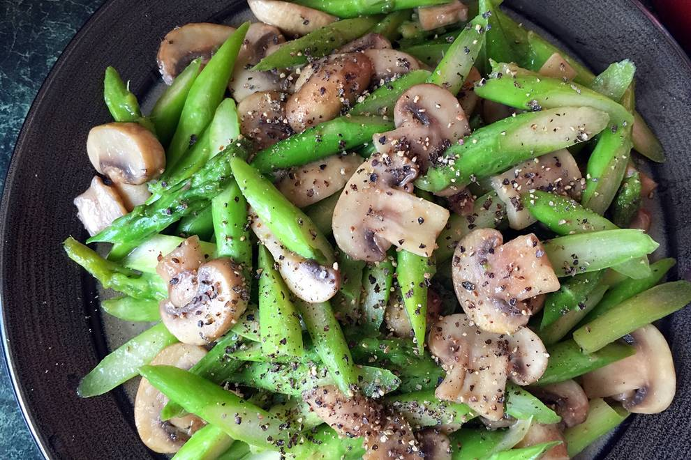 Home Cooking Recipe: Asparagus fried with mushrooms