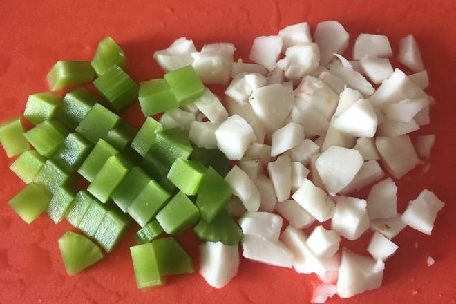 Home Cooking Recipe: At this time, cut lettuce and horseshoe diced
