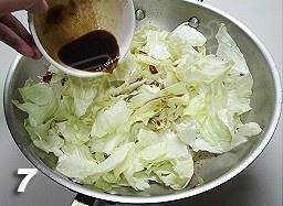 Home Cooking Recipe: At this time, put the torn cabbage, add salt, oyster sauce, soy sauce, slowly fry over medium heat.