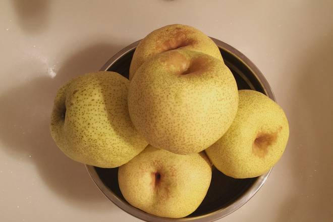 Home Cooking Recipe: Autumn pears are washed, naturally dried or dried