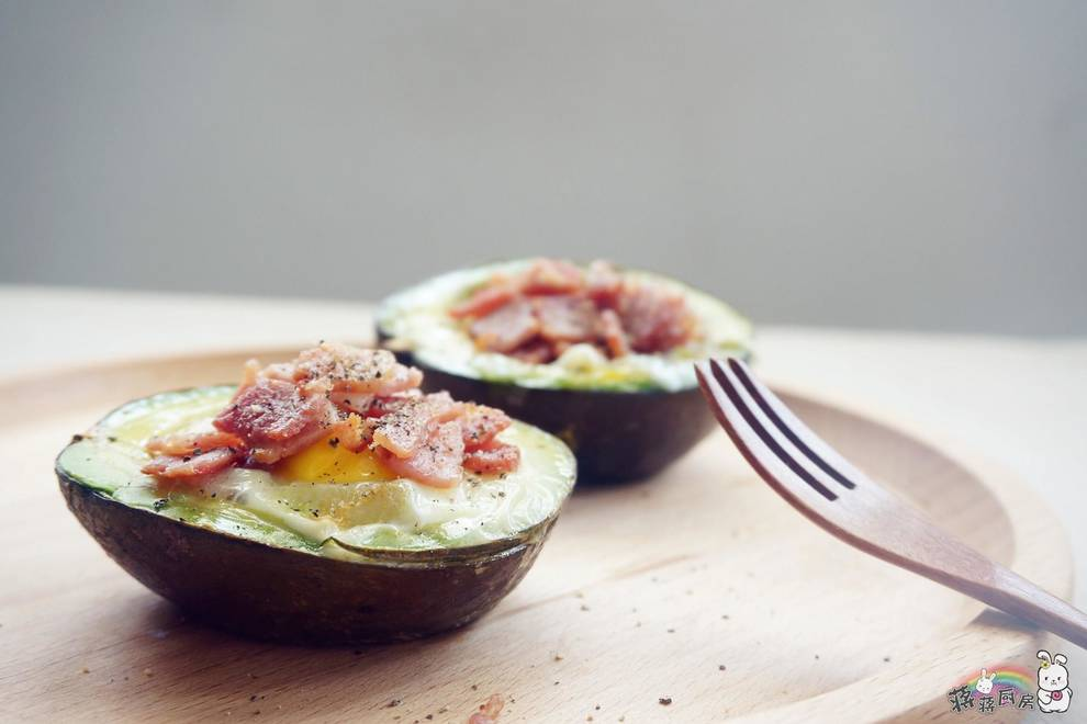 Home Cooking Recipe: Bacon avocado quail eggs