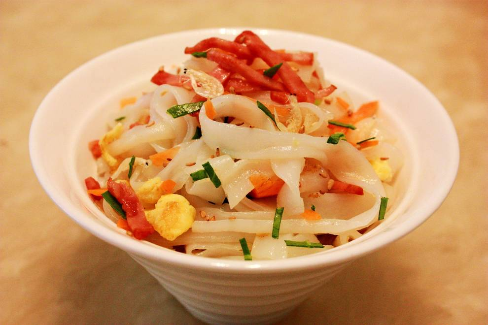 Home Cooking Recipe: Bacon egg fried rice noodles