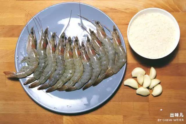 Home Cooking Recipe: Base shrimp 10-15 bread crumbs 1 large bowl of garlic 1 dry chili material wine salt
