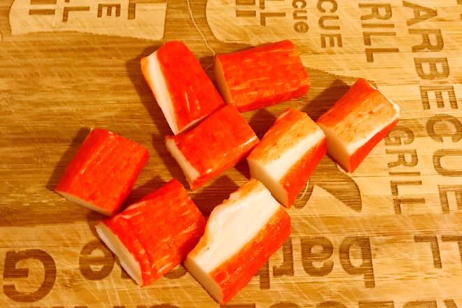 Home Cooking Recipe: Because I am doing one person, I only cut two crab sticks.