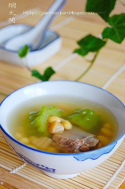 Home Cooking Recipe: Bitter melon, soy bean ribs soup