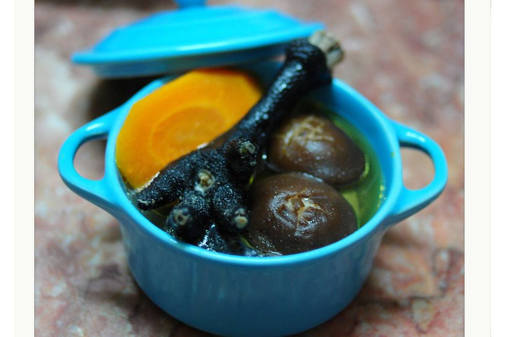Home Cooking Recipe: Black Chicken Mushroom Soup