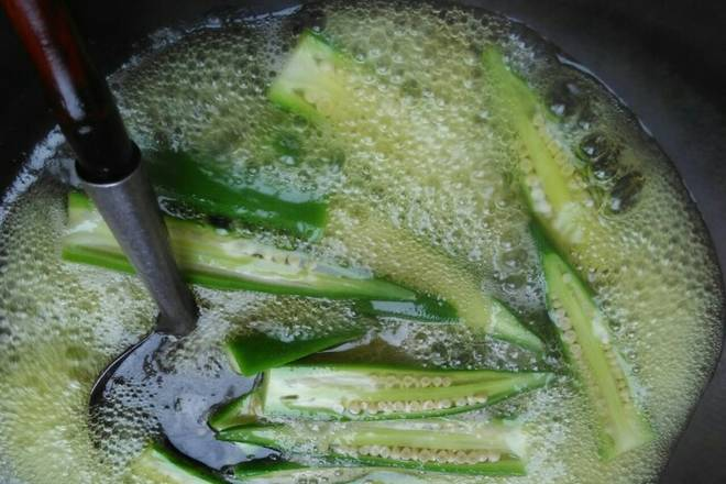 Home Cooking Recipe: Boil in boiling water for two to three minutes until the okra is ripe