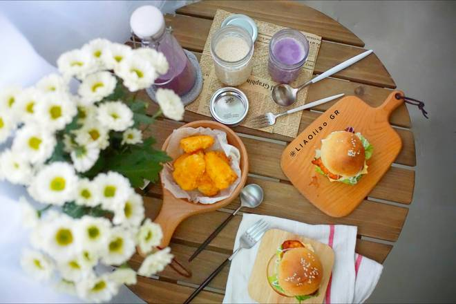 Home Cooking Recipe: Breakfast: Chicken burger + fried milk + purple potato, original milk tea