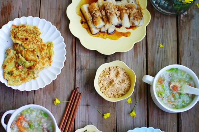 Home Cooking Recipe: Breakfast: egg cake + brown sugar yellow bean rice cake + sea rice vegetable porridge