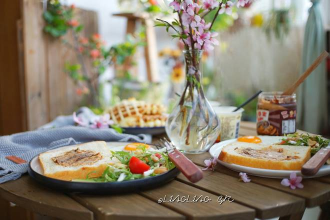 Home Cooking Recipe: Breakfast: Peanut Butter Toast + Bitter Chrysanthemum Salad + Quick Hand Waffle + Yogurt