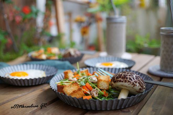 Home Cooking Recipe: Breakfast: Sun Egg + Mushroom Taro + Tuna Sprout Salad + Red Bean Milkshake