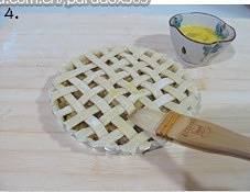 Home Cooking Recipe: Brush the surface of the mesh with a whole layer of egg and place the plate in the preheated oven. Bake at 190 degrees for 15 minutes, then cool the temperature to 165 degrees for 20-25 minutes, bake until the surface is slightly golden yellow.