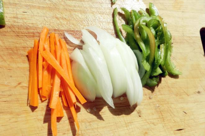Home Cooking Recipe: Carrot shredded. Onion, shredded green pepper, shredded all cut shredded!!!
