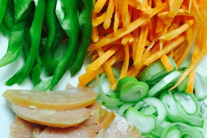 Home Cooking Recipe: Carrots, green peppers, shredded ham, sliced ​​ham, moderate chopped green onion