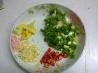 Home Cooking Recipe: Chili diced garlic chopped garlic chopped ginger sliced ​​onion