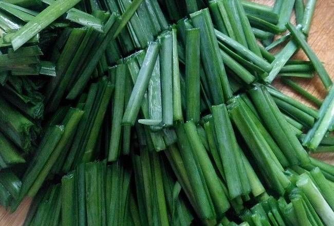 Home Cooking Recipe: Chives cut into segments for use