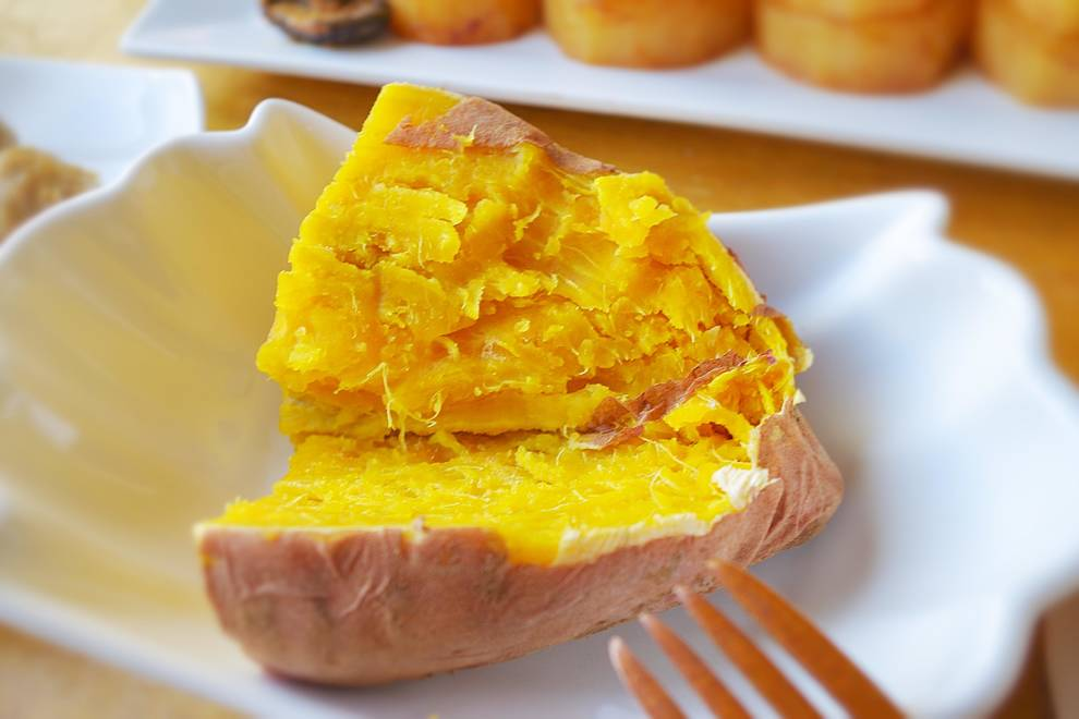 Home Cooking Recipe: Cling film Dafa version microwave oven baked sweet potato