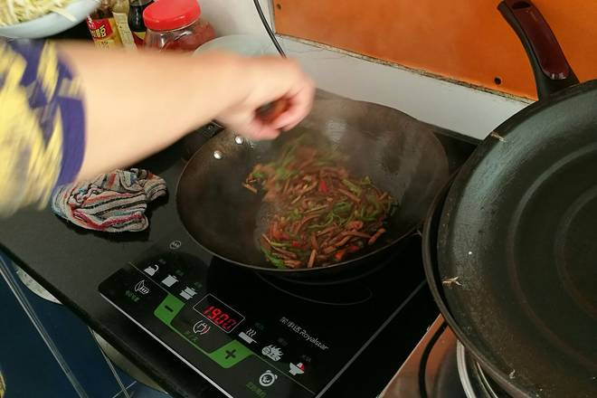 Home Cooking Recipe: Continue to stir fry