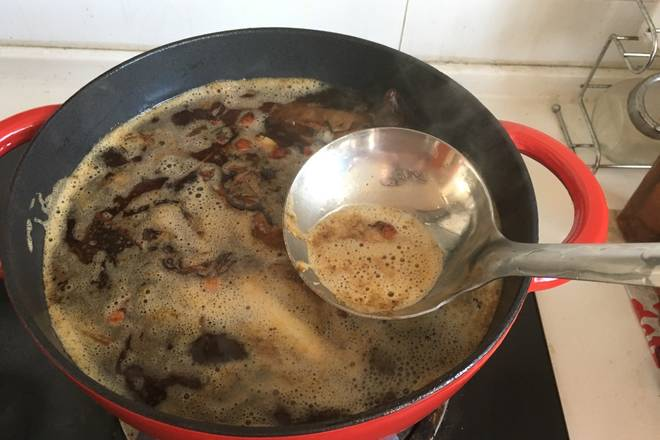 Home Cooking Recipe: Cook in medium heat, do not cover, boil, use a spoon to remove the floating foam.