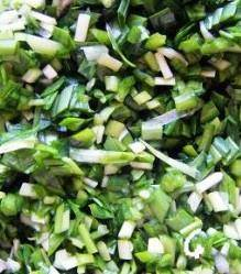Home Cooking Recipe: Cut a little leek into pieces. (Do not eat more chopped green onion)